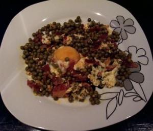 guisantes-con-jamon-y-huevo